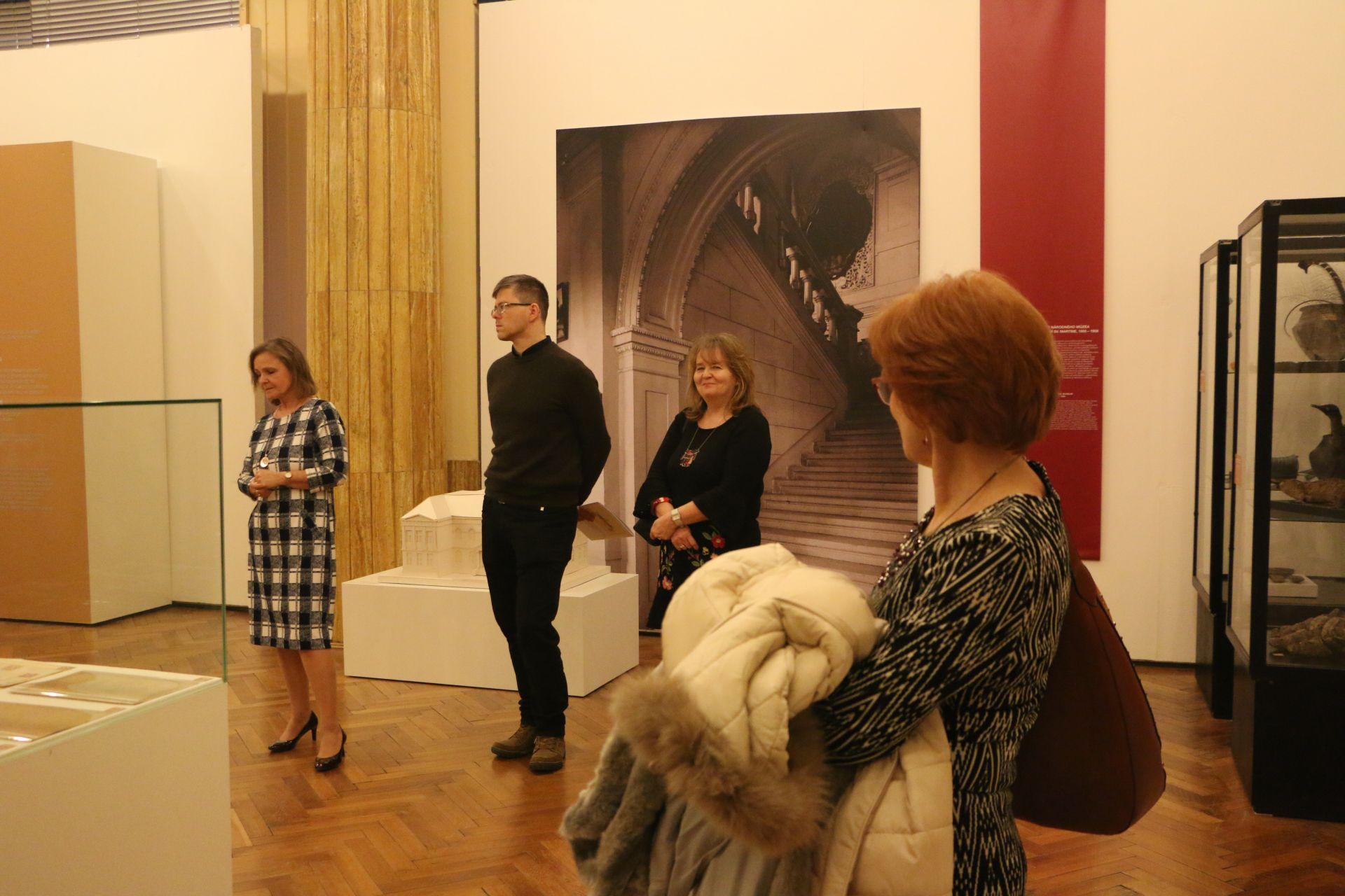 Z výstavy v SNM. Zľava Elena Machajdíková, Robert Gregor Maretta, Jana Pohaničová a Magdaléna Fazekašová.