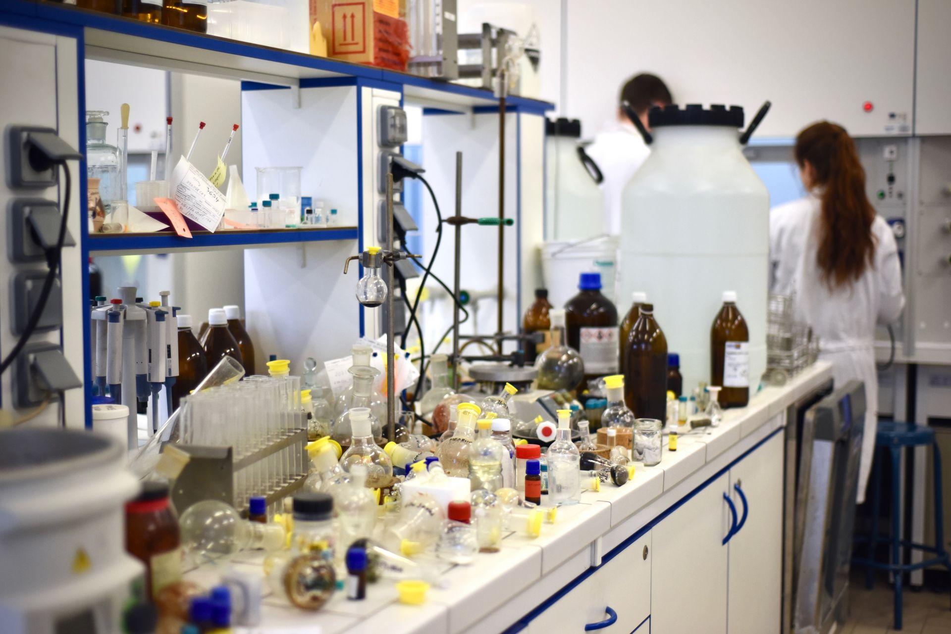 Počas dištančnej výučby musia niektoré experimenty počkať.