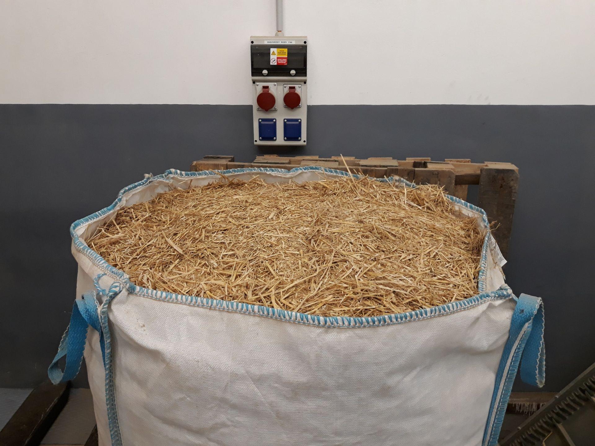 Podobným spôsobom sa vyrábajú napríklad aj krmivá pre hospodárske zvieratá.