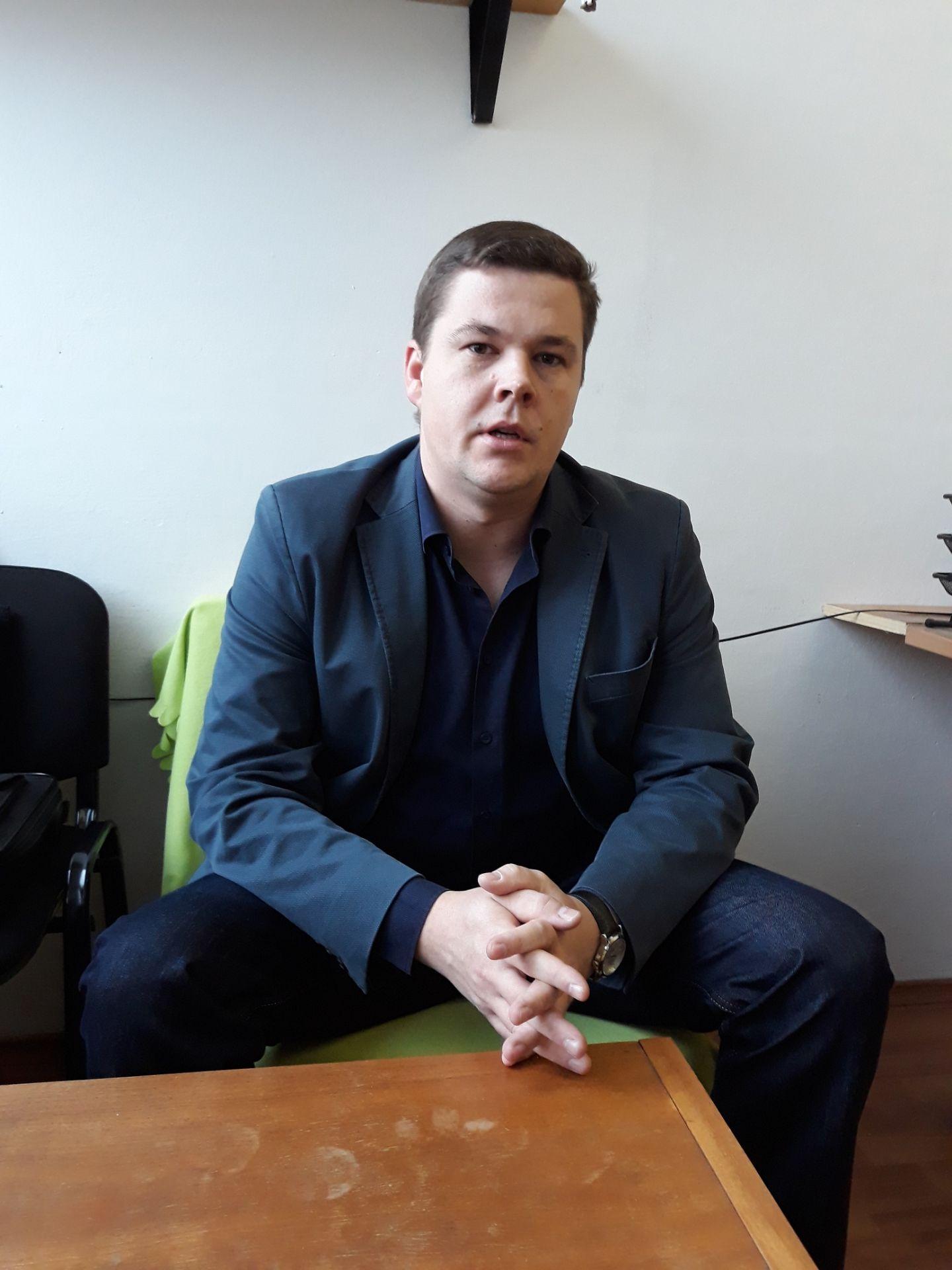 Docent Miloš Matúš je spoluzakladateľom laboratória.