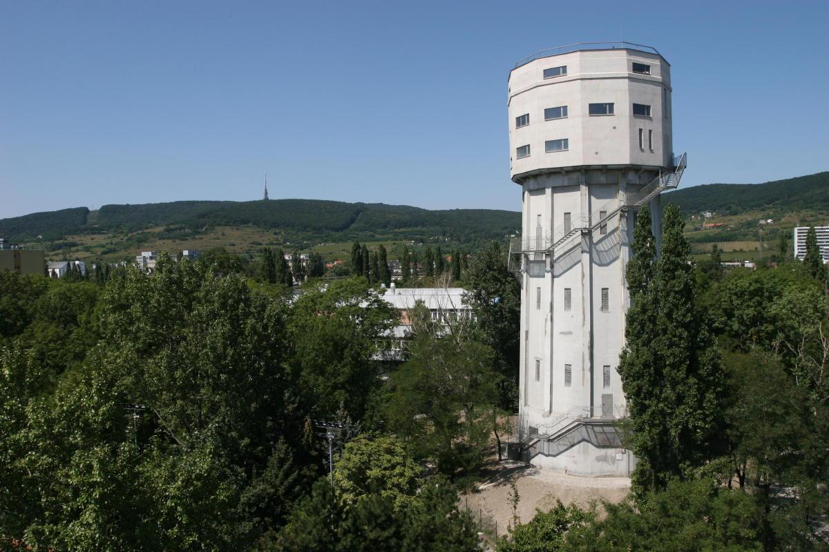 Stará vodná veža, v ktorej si zriadili ateliér