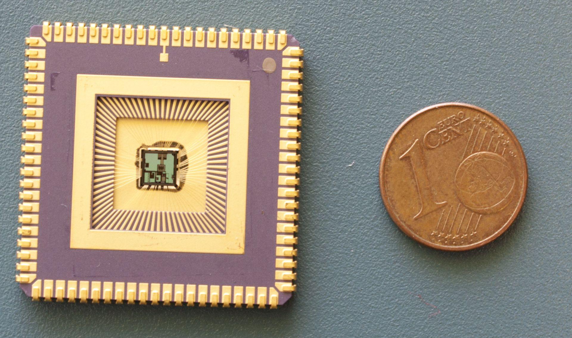 Zapuzdrený čip